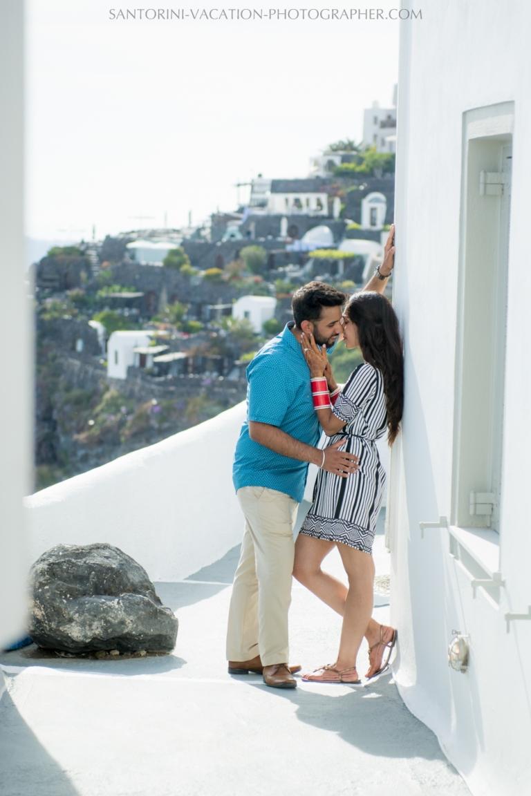 Stylish-honeymoon-photo-session-Santorini-08