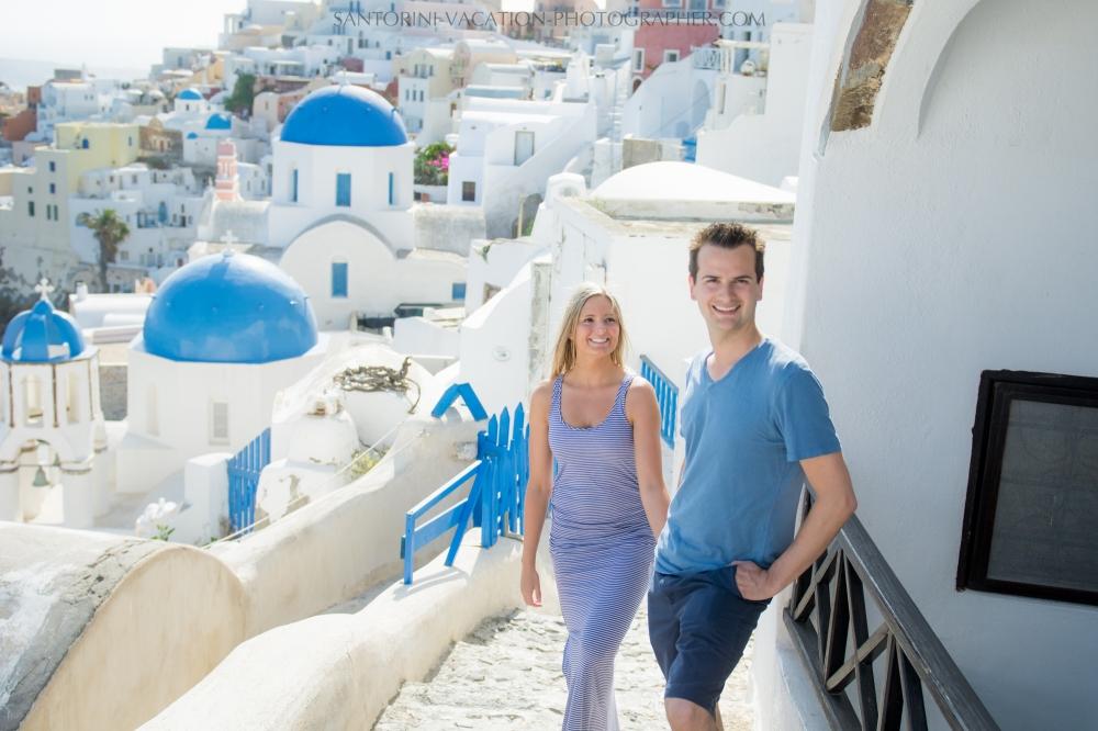 honeymoon-photoshot-santorini-blue-church-domes-001
