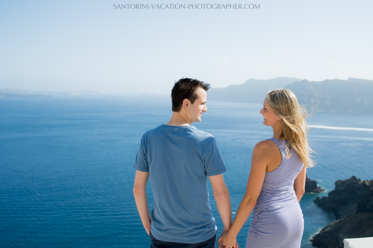 honeymoon-photoshot-santorini-blue-church-domes-002