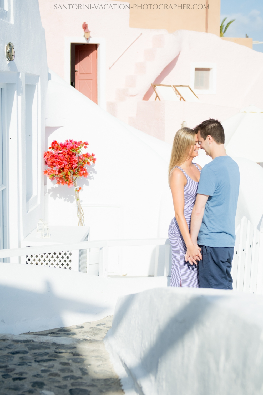 honeymoon-photoshot-santorini-blue-church-domes-003