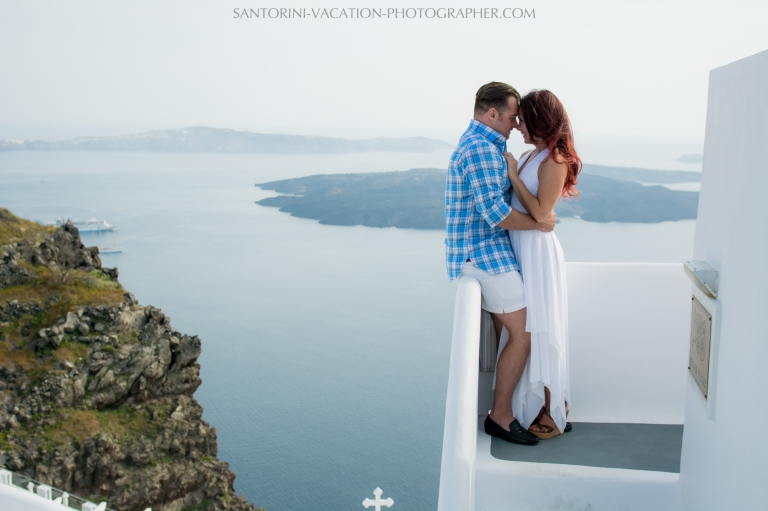 Santorini-lifestyle-photographer-engagement-photo-shoot-{Sequence # (001)»}-2
