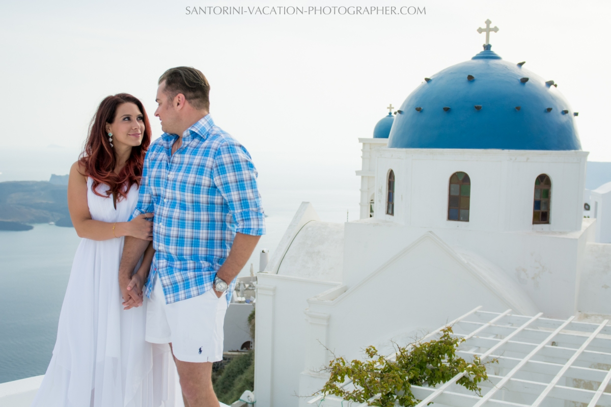 Santorini-lifestyle-photographer-engagement-photo-shoot-{Sequence # (001)»}-4