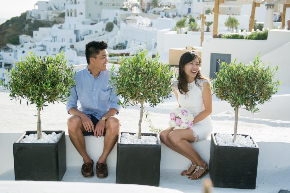 Santorini-lifestyle-photographer-Oia-photoshoot-pre-wedding-{Sequence # (001)»}-2