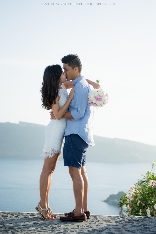 Santorini-lifestyle-photographer-Oia-photoshoot-pre-wedding-{Sequence # (001)»}-5