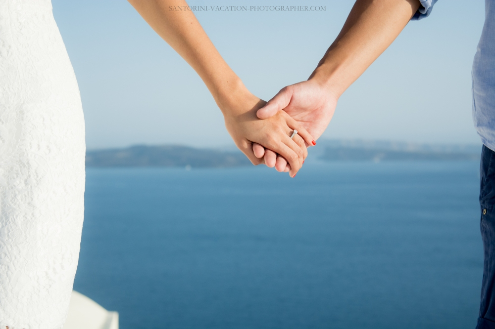 Santorini-lifestyle-photographer-Oia-photoshoot-pre-wedding-{Sequence # (001)»}-6