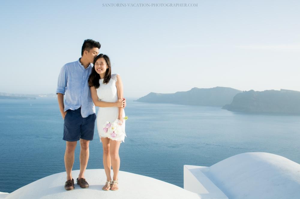 Santorini-lifestyle-photographer-Oia-photoshoot-pre-wedding-{Sequence # (001)»}-7