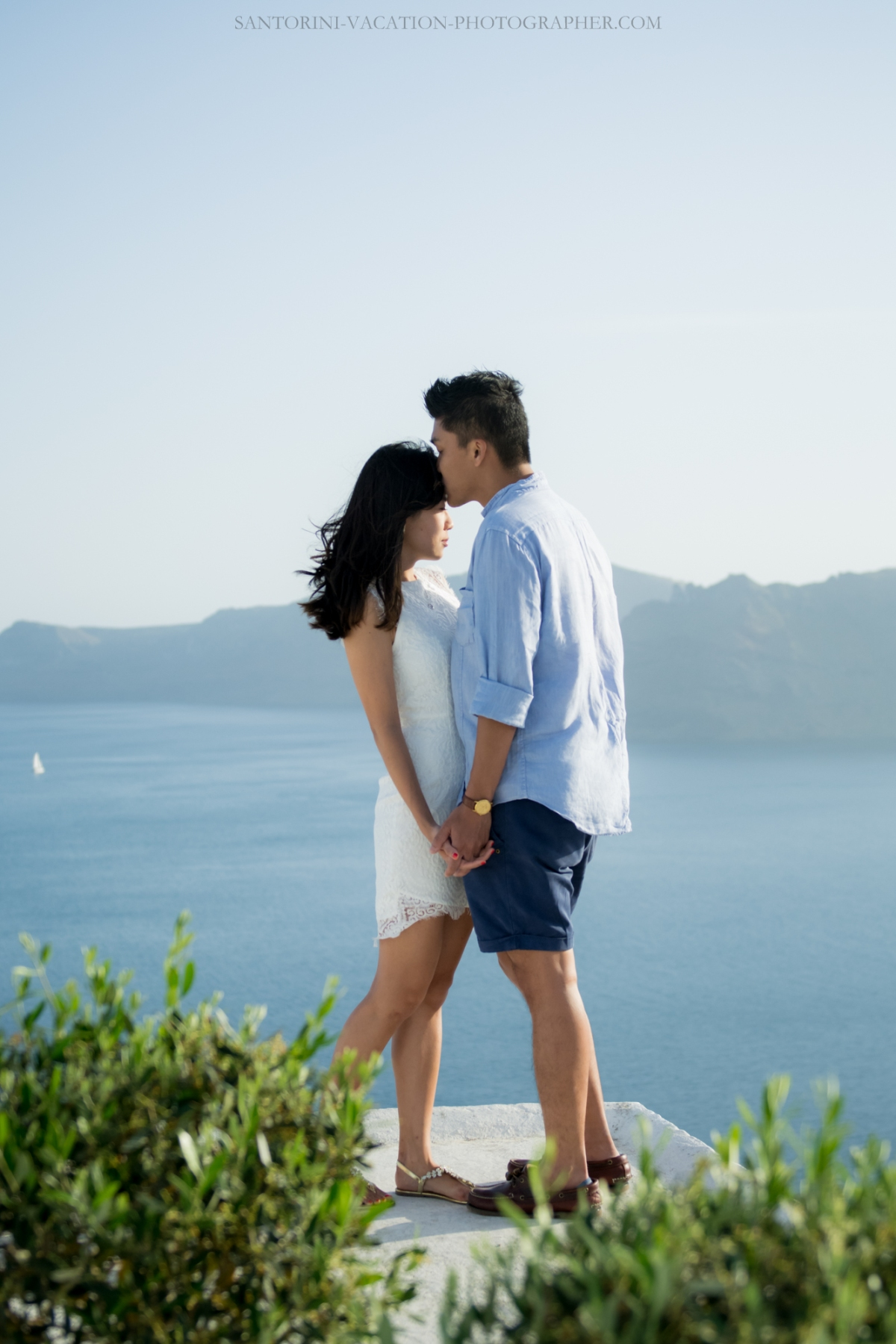 Santorini-lifestyle-photographer-Oia-photoshoot-pre-wedding-{Sequence # (001)»}