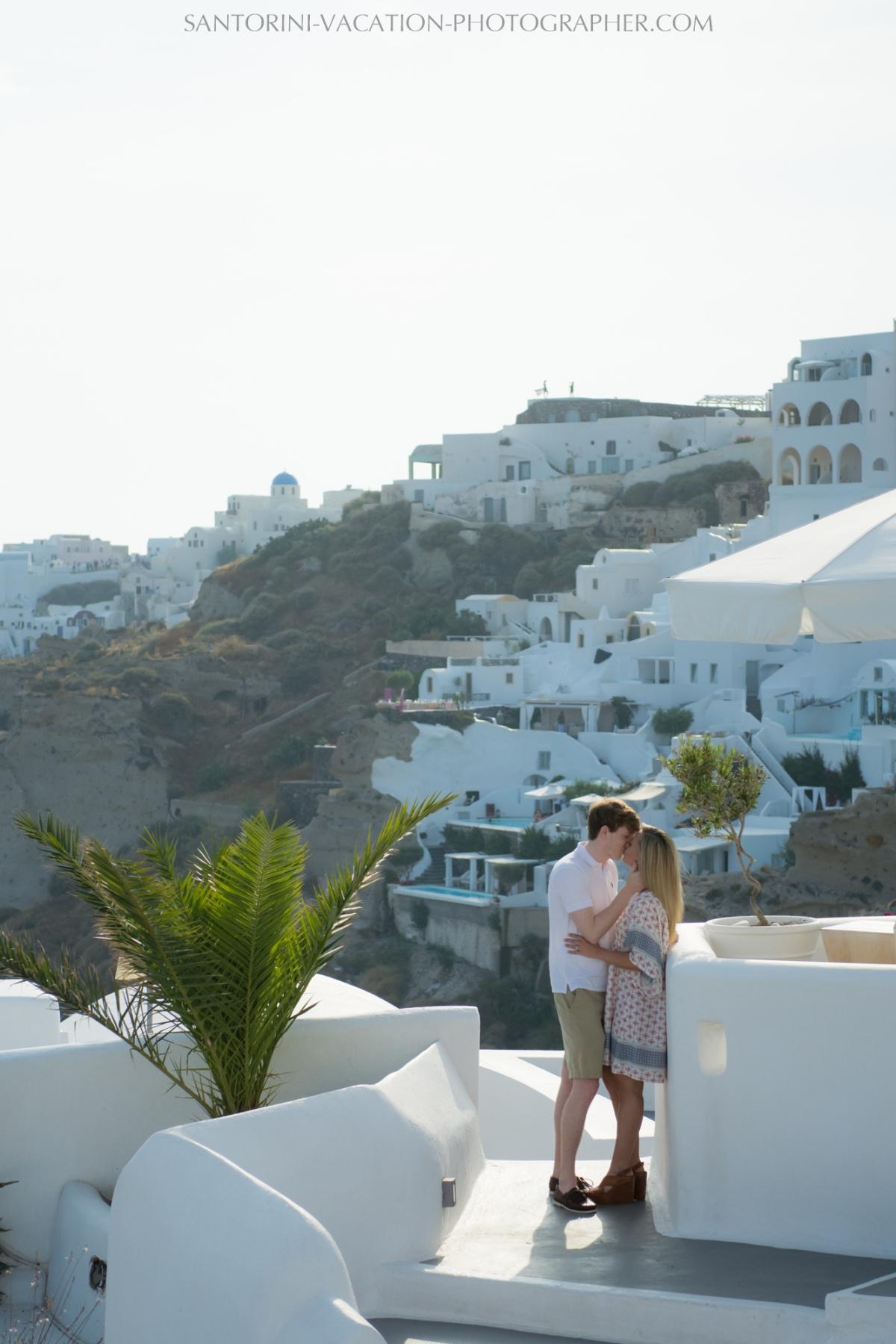 Honeymoon-in-Santorini-photo-shoot-lifestyle-portrait-001