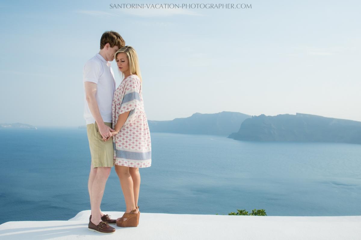 Honeymoon-in-Santorini-photo-shoot-lifestyle-portrait-002
