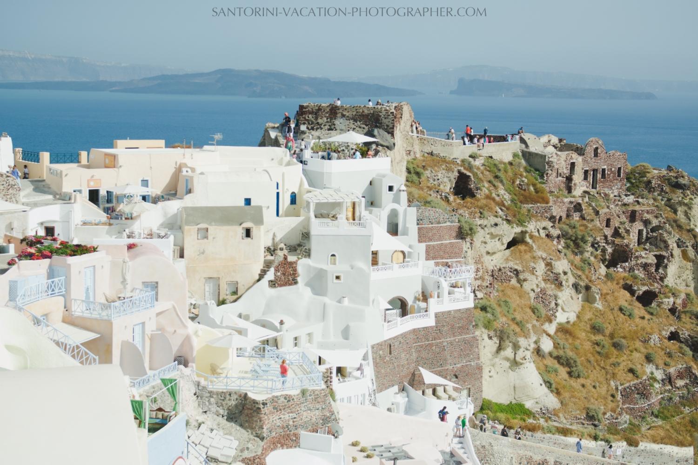 Oia-santorini-village-white-houses-castle-001