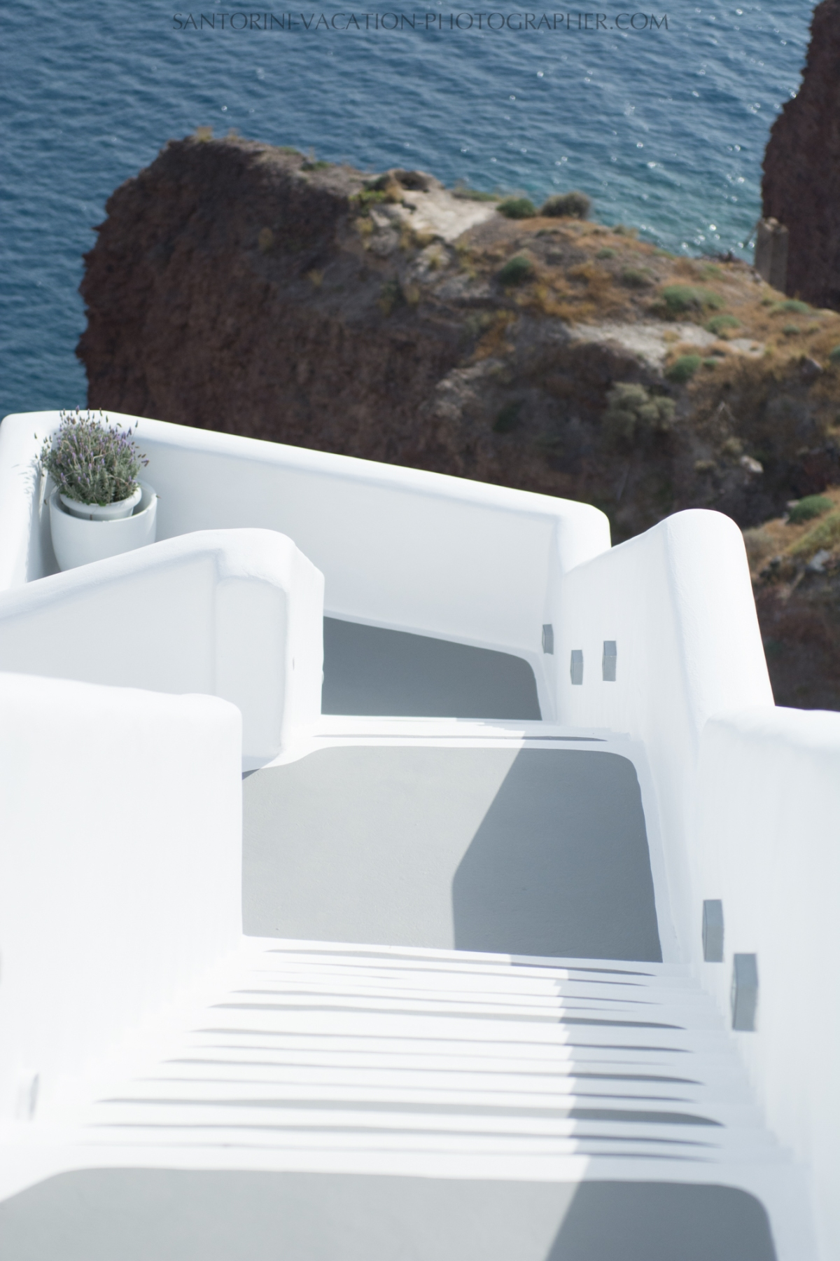 Oia-santorini-village-white-houses-castle-002