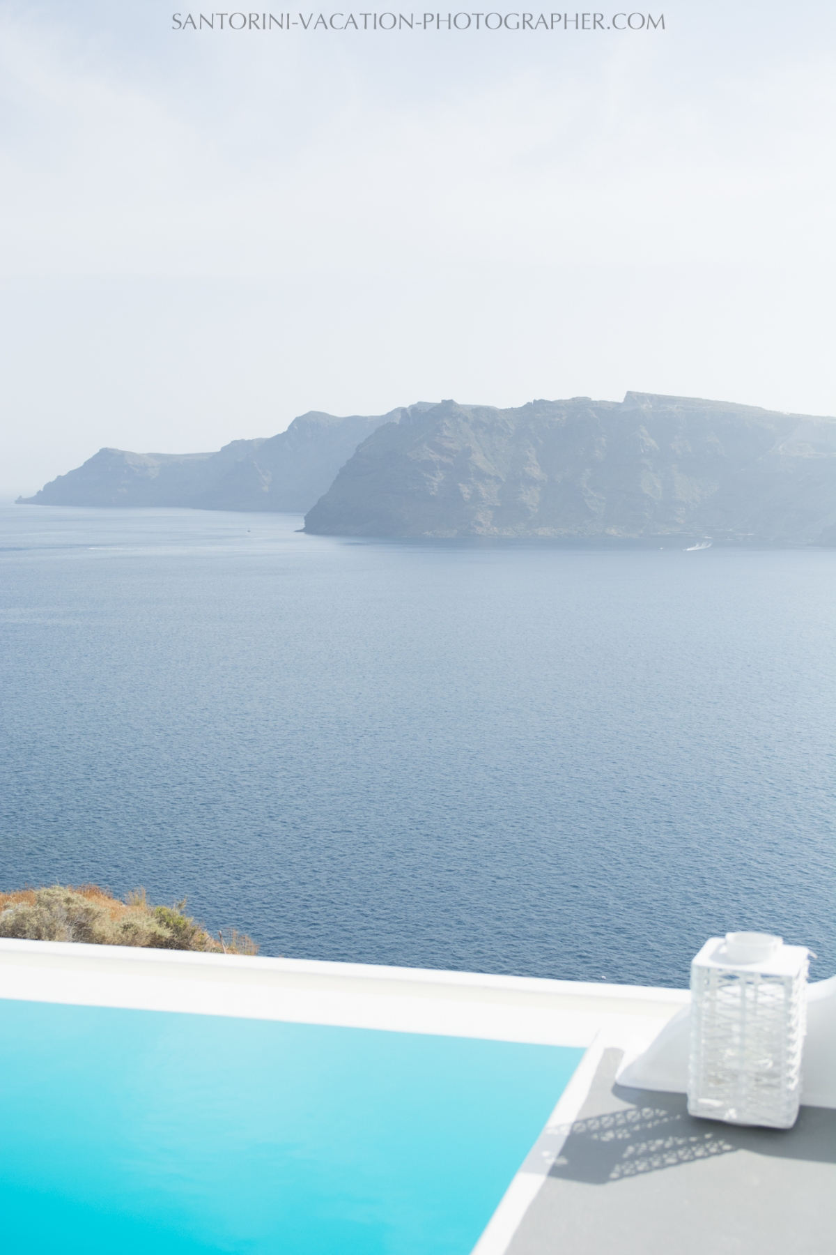 Oia-santorini-village-white-houses-castle-003