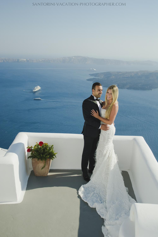 Santorini-post-wedding-shoot-honeymoon-destination-photo-session-003