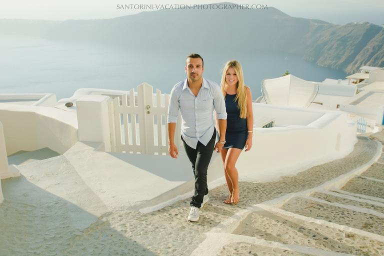 Santorini-sunset-photo-shoot-in-oia-thera-island-summer-travel-experience-001
