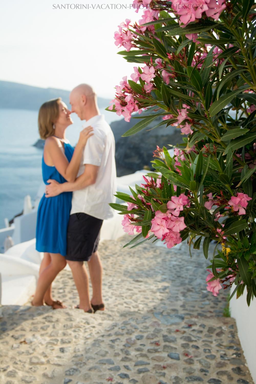destination-photo-session-Santorini-portrait-shoot-honeymoon-oia-005
