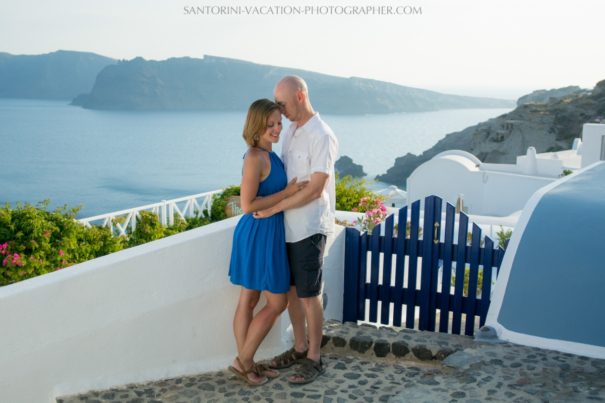 destination-photo-session-Santorini-portrait-shoot-honeymoon-oia-006