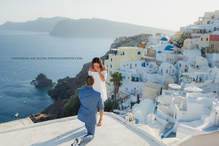 santorini-proposal-surprise-Anna-Sulte