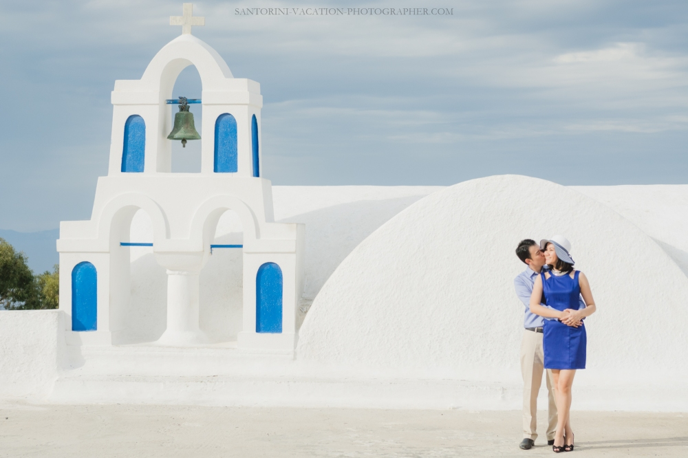 Santorini-couples-photo-session-greece-chrches-Thera-001
