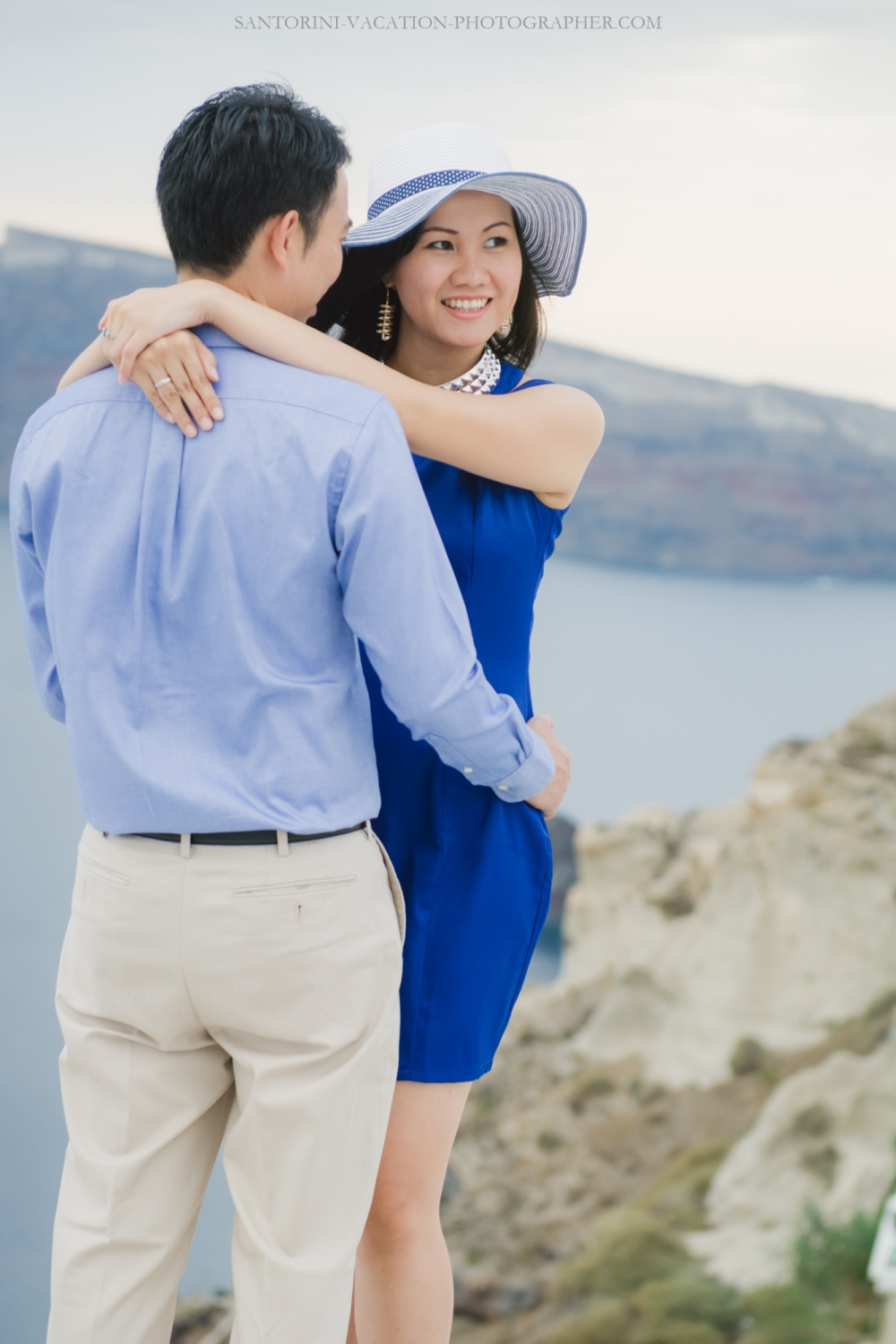 Santorini-couples-photo-session-greece-chrches-Thera-004
