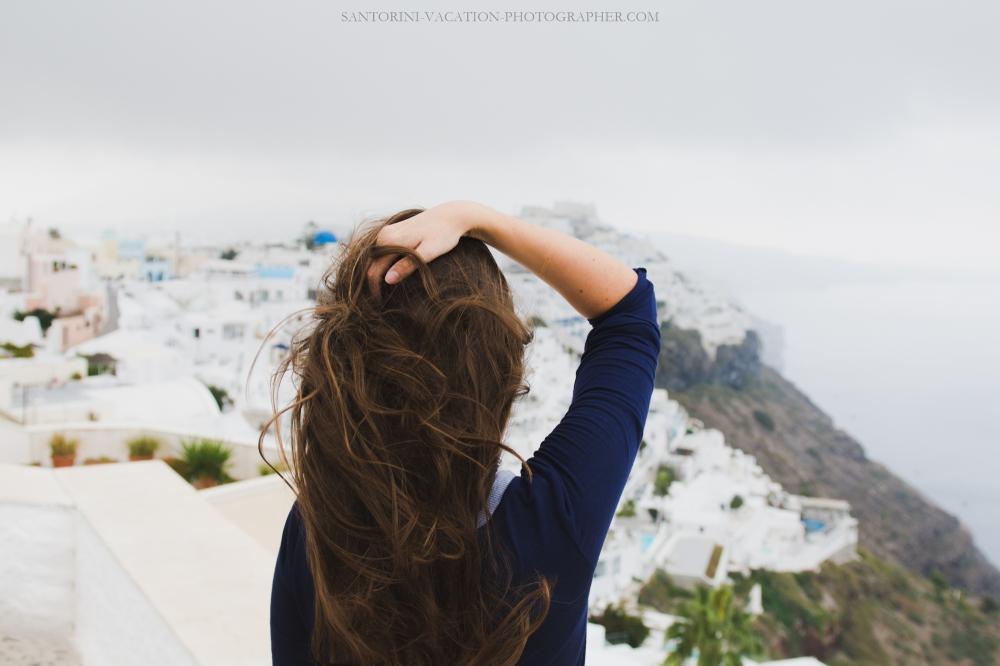 Santorini-solo-traveler-photo-session-greece