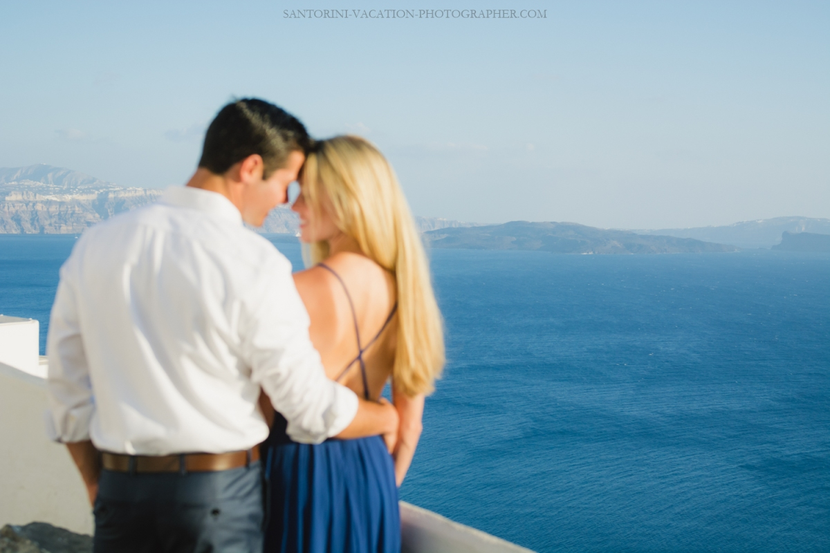 Love-story-destination-honeymoon-photoshoot-Santorini-thera-2