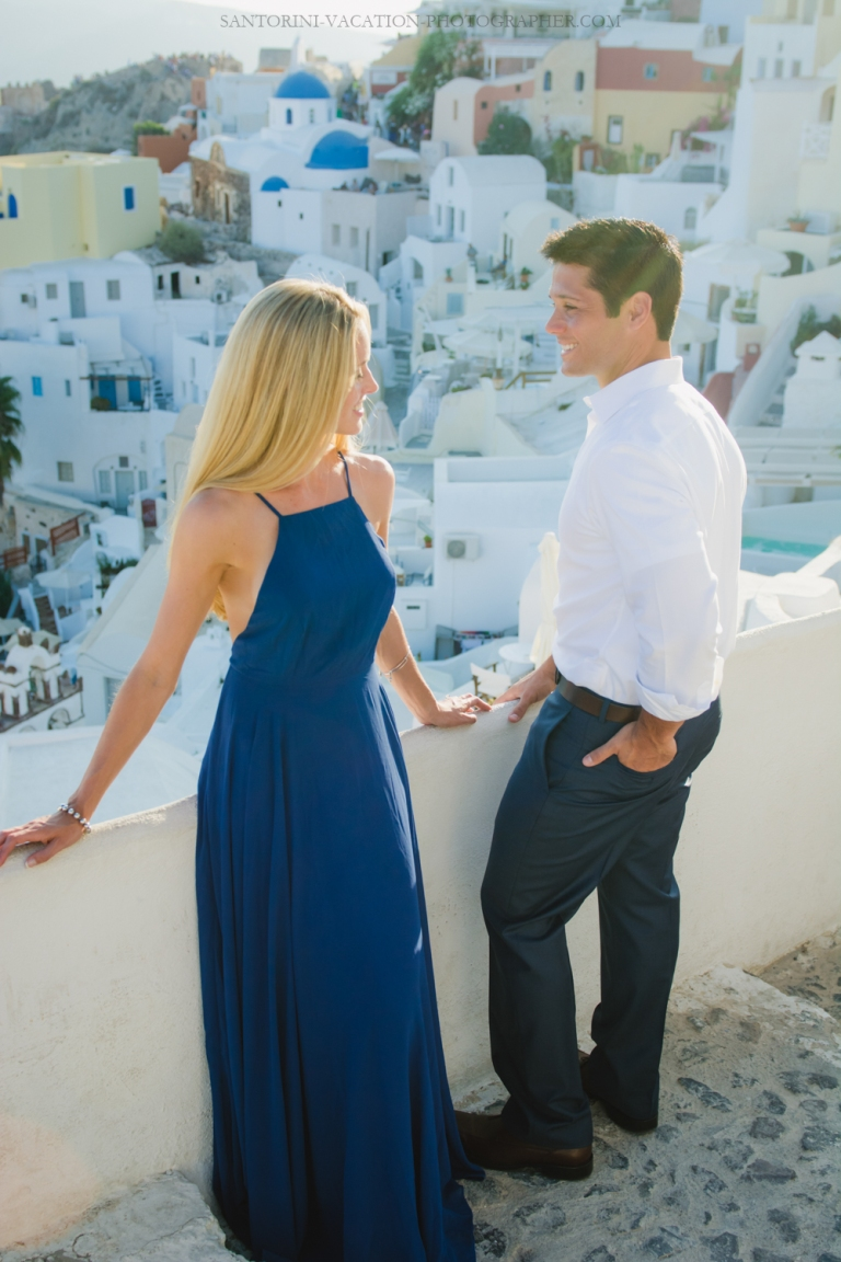 Love-story-destination-honeymoon-photoshoot-Santorini-thera-3