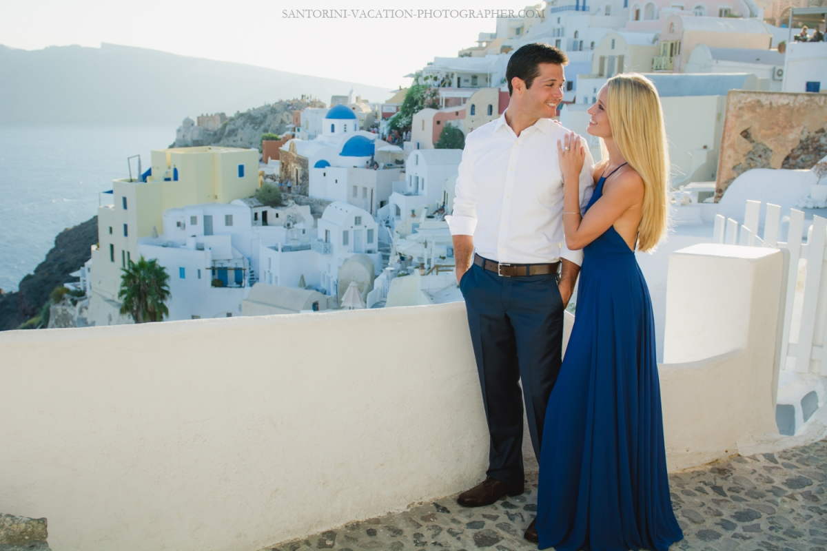 Love-story-destination-honeymoon-photoshoot-Santorini-thera