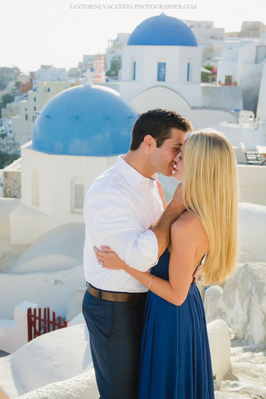 Love-story-Santorini-romantic-photo-session-Greece-4
