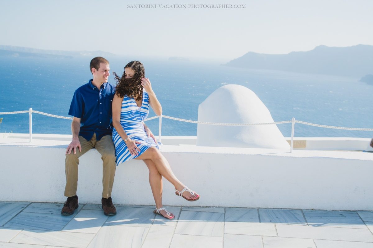 Photo-session-in-Oia-Santorini-trip-love-story-001