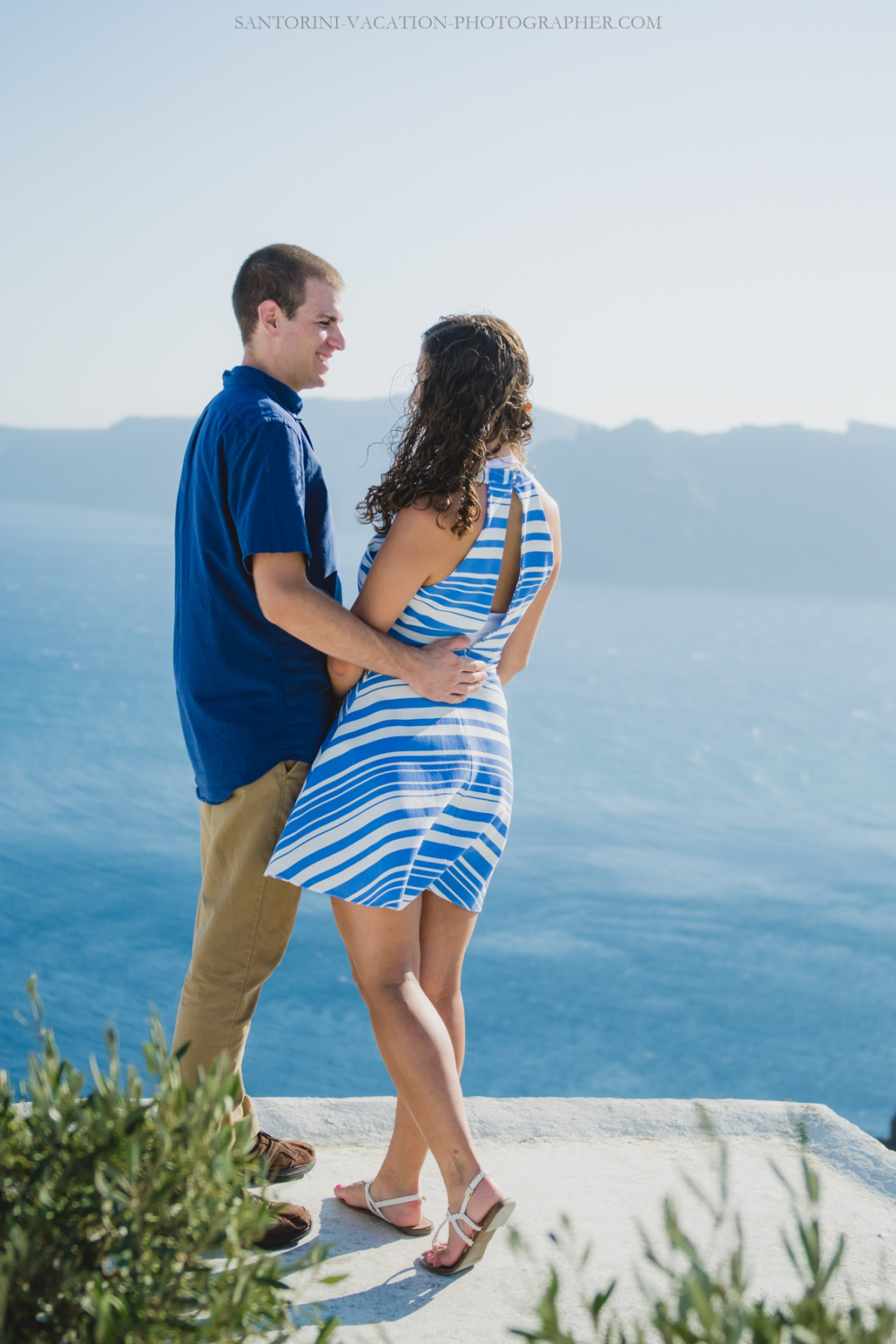 Photo-session-in-Oia-Santorini-trip-love-story-003