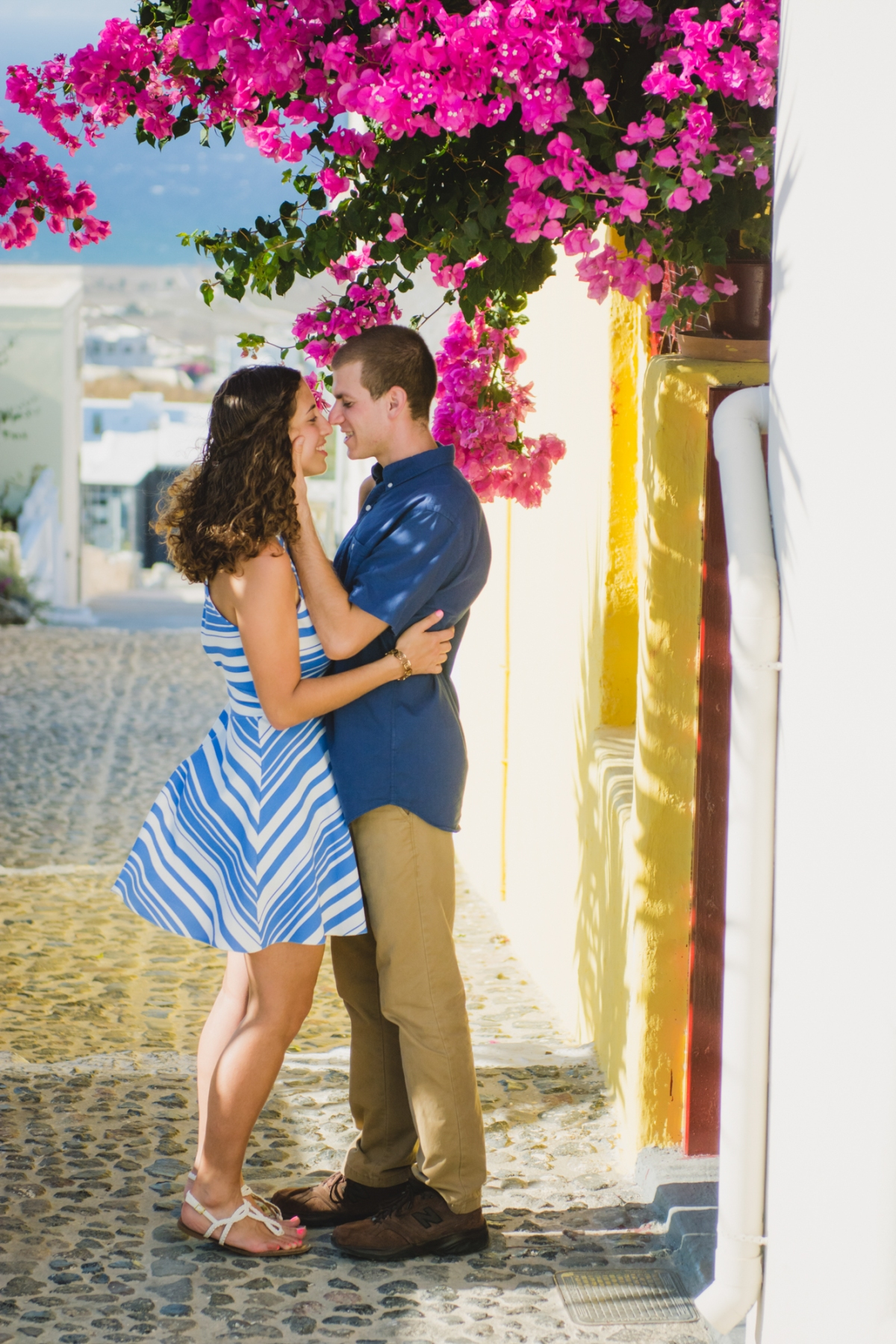Photo-session-in-Oia-Santorini-trip-love-story-006