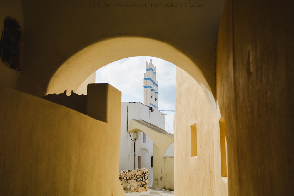 Santorini-villages-church-narrow-street-session-destination