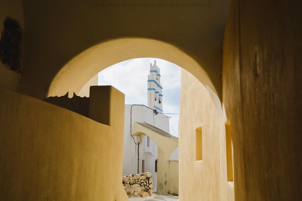 Santorini-villages-church-narrow-street-session-destination