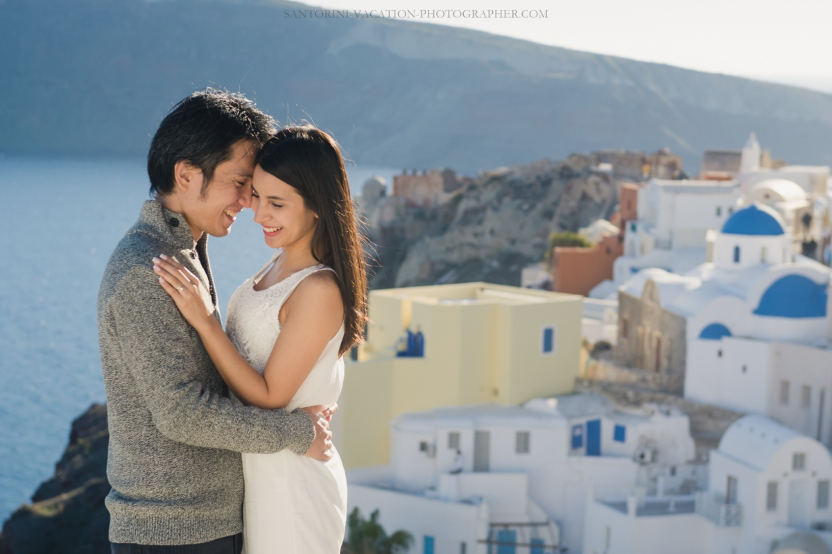 honeymoon-photo-shoot-Santorini-destination-portrait-post-wedding-001