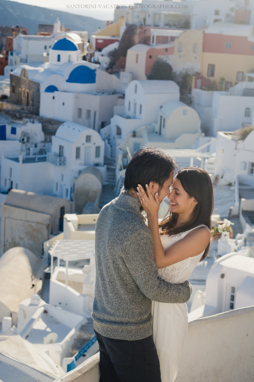 honeymoon-photo-shoot-Santorini-destination-portrait-post-wedding-005