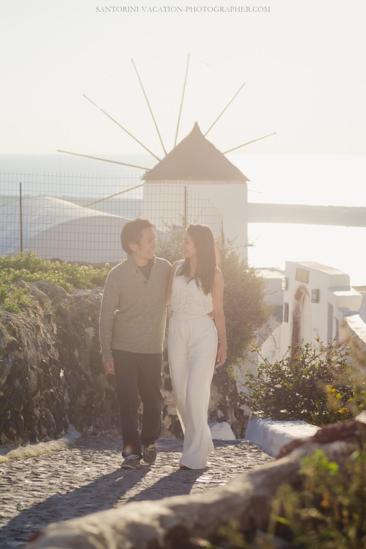 Santorini-photo-session-lifestyle-portrait-romantic-walk-oia-005