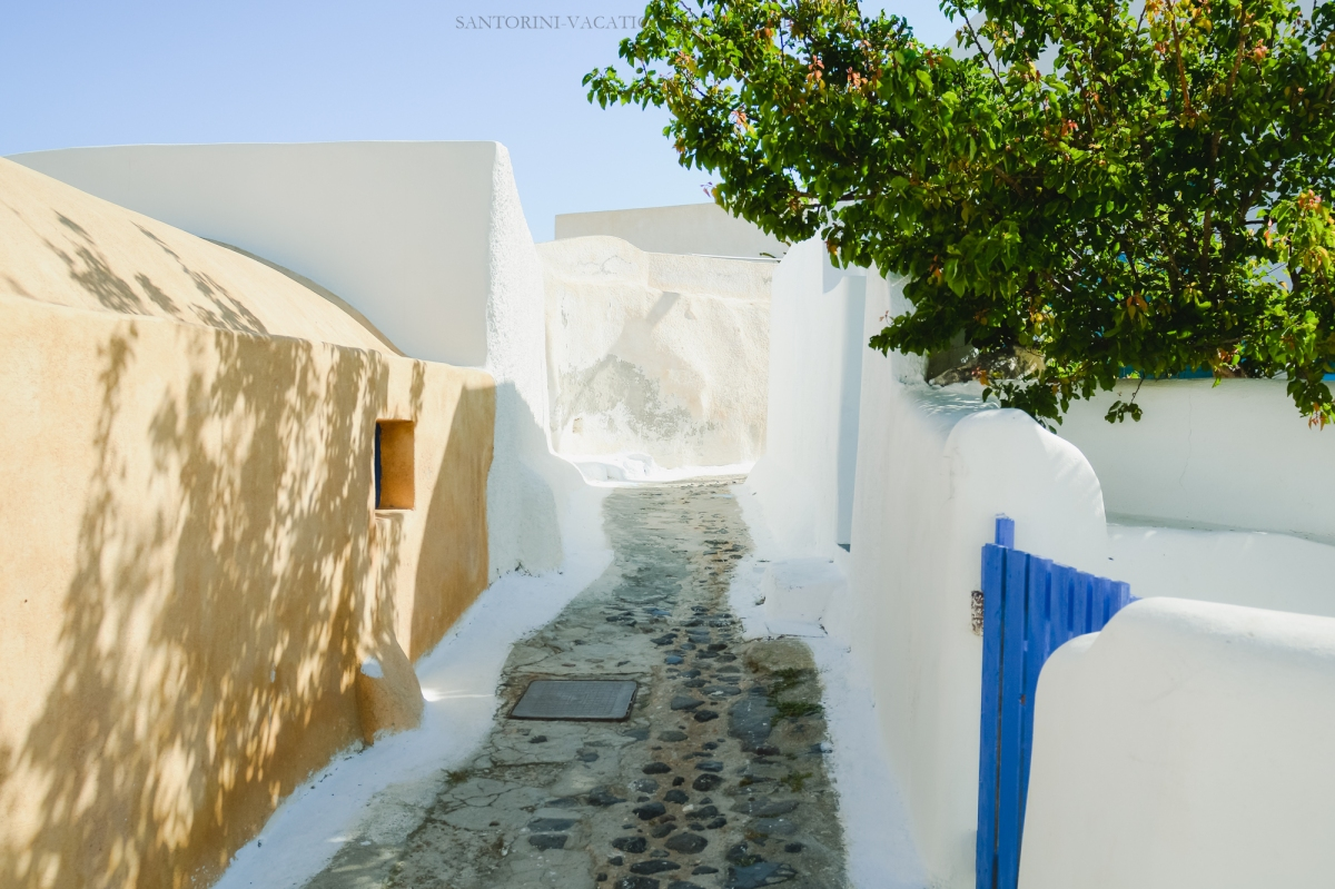 Close-to-oia-village-finikia-santorini-greece-003