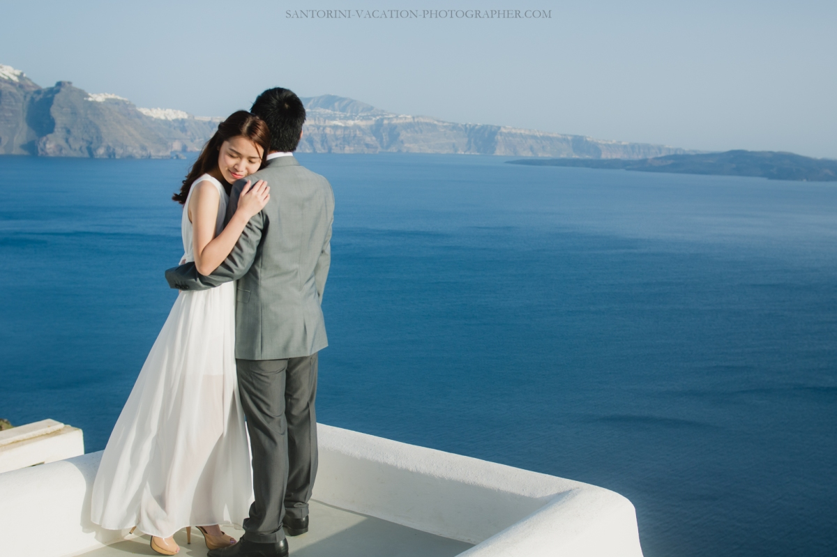 photo-session-on-Santorini-what-to wear-destination-love-story-002.jpg