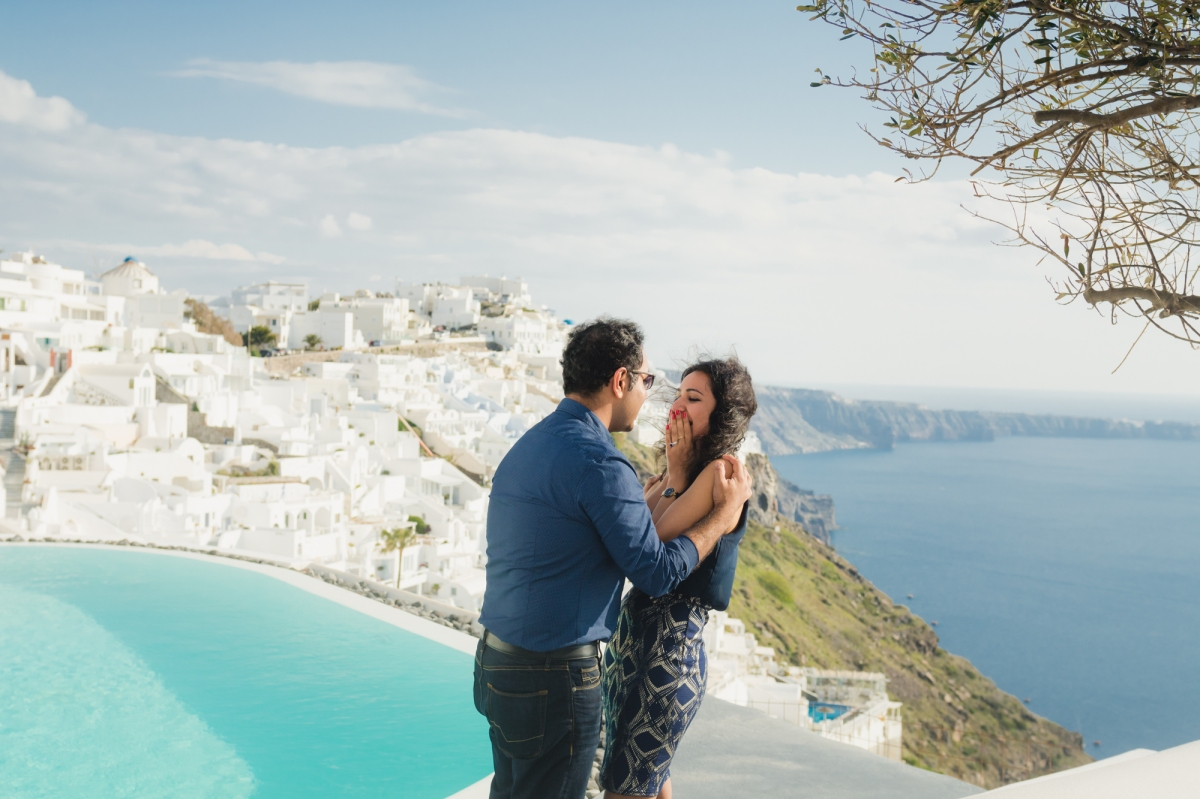 proposal-shoot-in-Santorini-engagement-greece-002