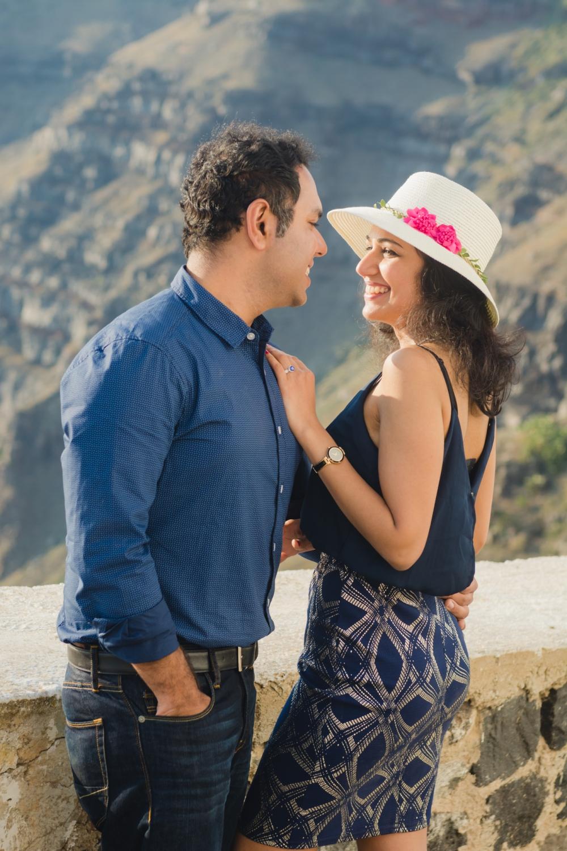 Santorini-caldera-couples-session-destination-proposal-location-001
