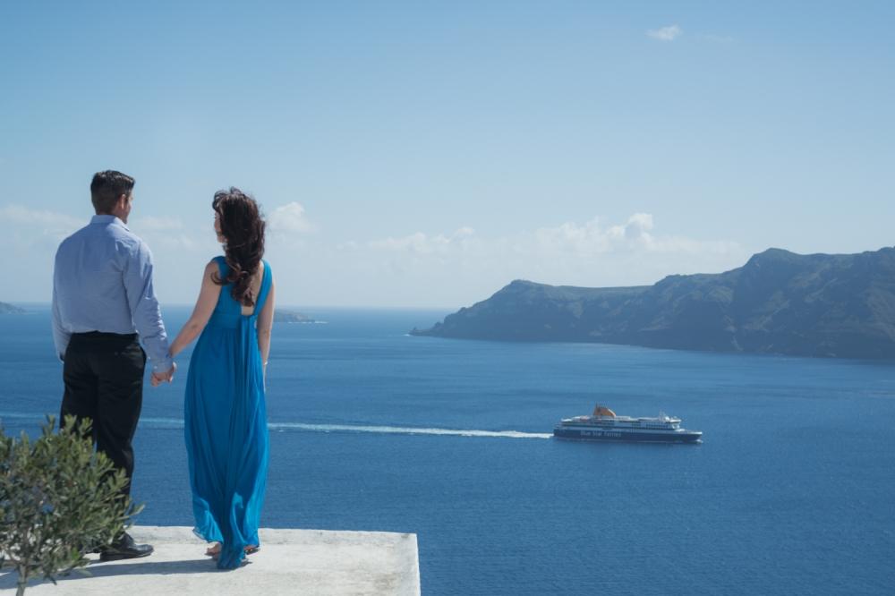 Santorini-photo-shoot-honeymoon-trip-bucket-list-003