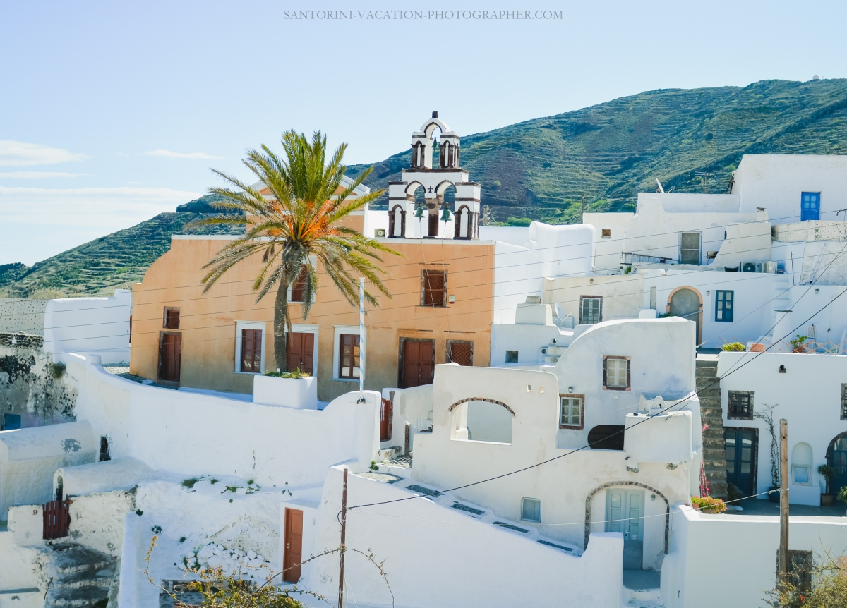 Travel-Santorini-Oia-next-village-finikia-holidays