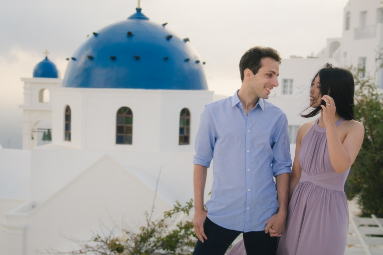 Santorini-photo-shoot-relaxed-natural-soft-couples-session-Anna-Sulte-002