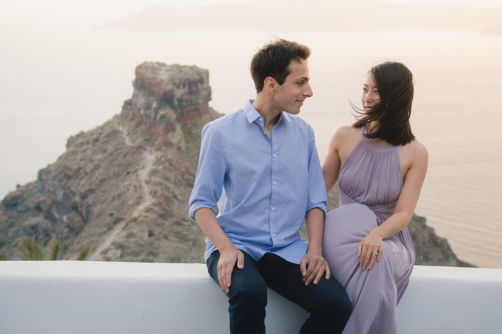 Santorini-photo-shoot-relaxed-natural-soft-couples-session-Anna-Sulte-006