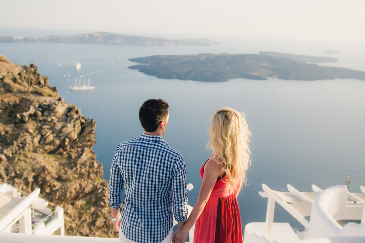 Destination-engagement-shoot-on-Santorini-photo-session-Anna-Sulte-004