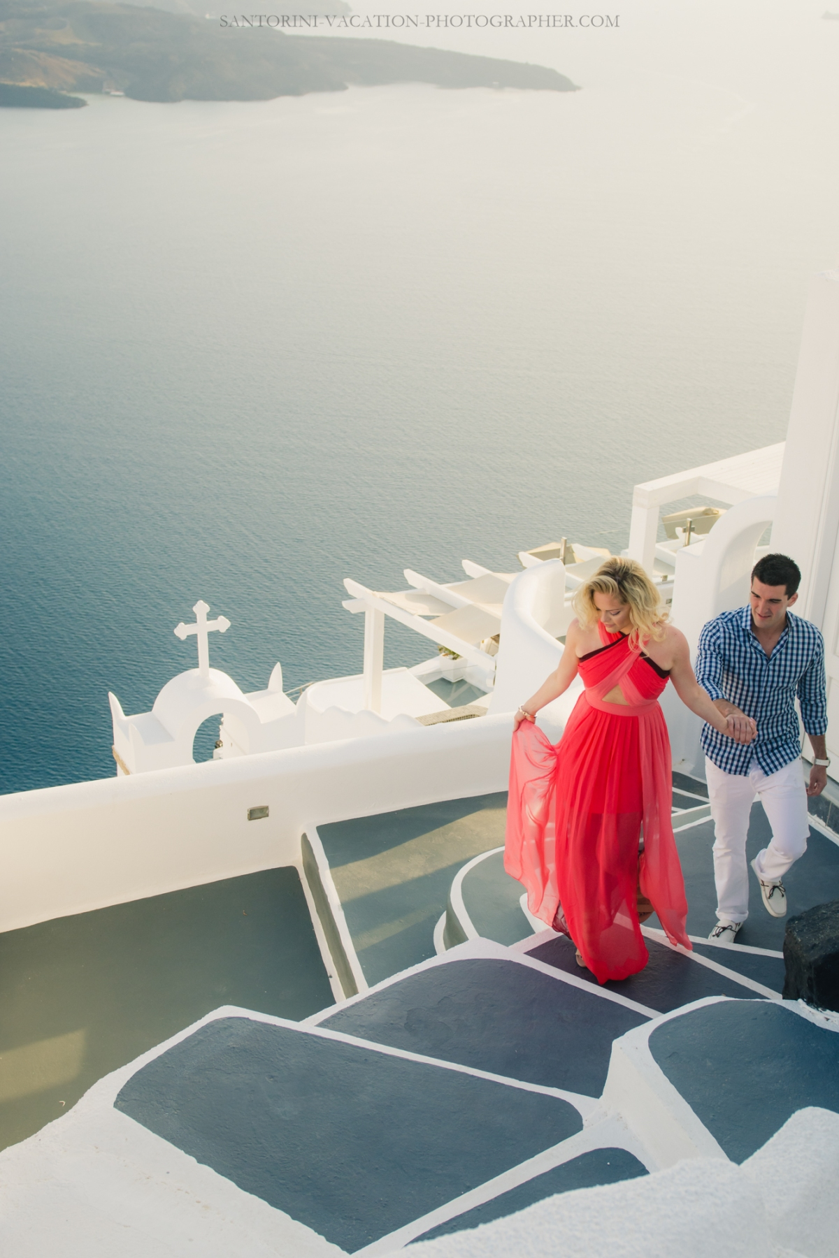 editorial-photo-session-on-Santorini-couples-photo-shot--3