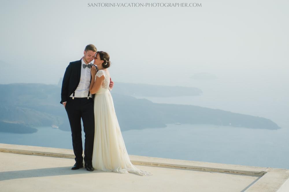 photo-session-santorini-caldera-honeymoon-wedding-dress-3