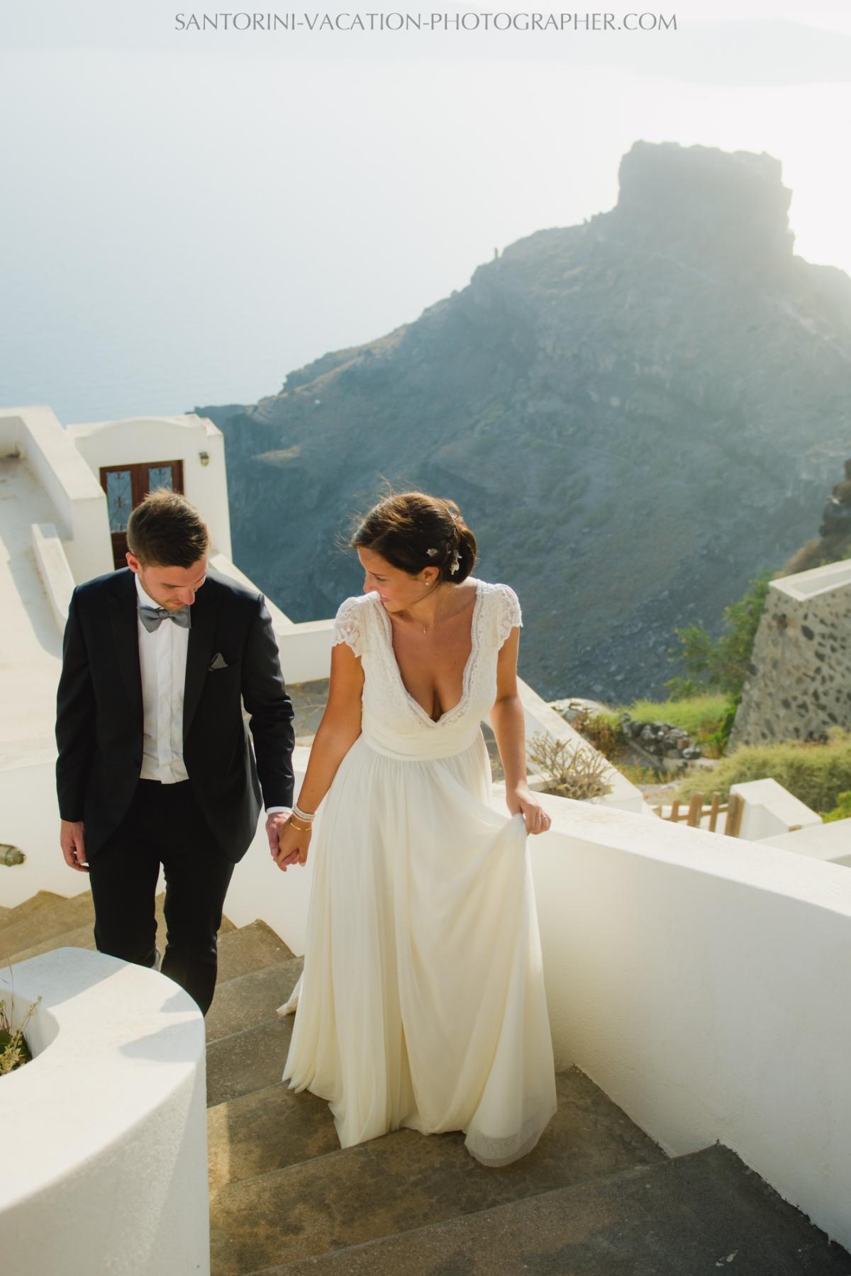 photo-session-santorini-caldera-honeymoon-wedding-dress-4