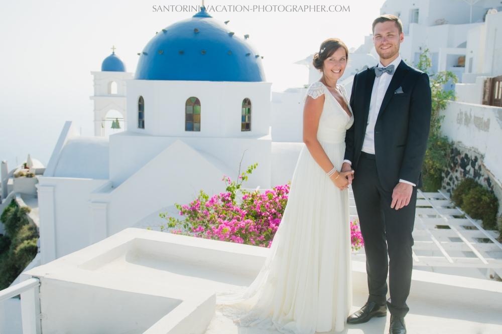 photo-shoot-santorini-blue-domes-post-wedding-destination