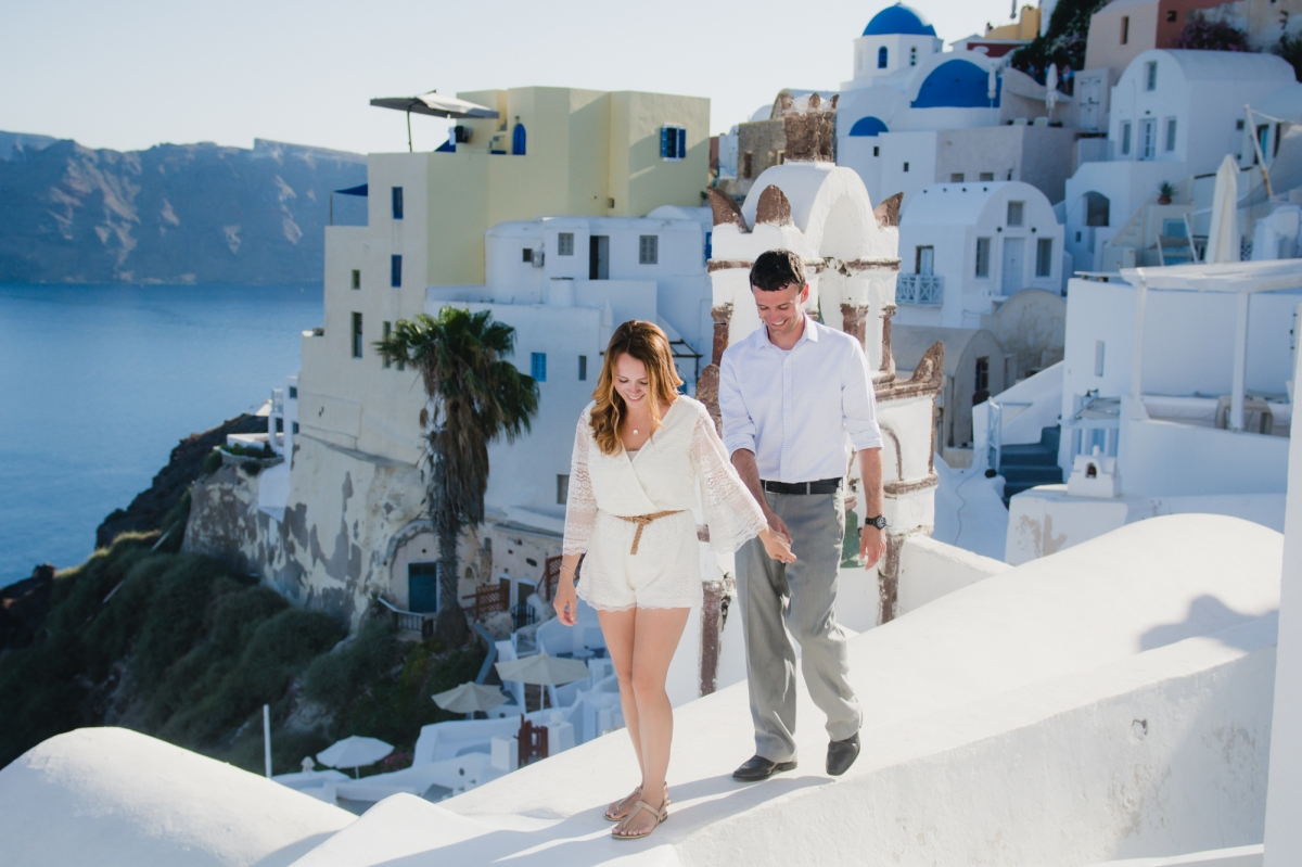 engagement-destination-santorini-propsal-couples-portraits-003
